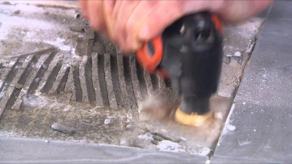 Embedded thumbnail for Fein Fliesenkleberreste mit der Hartmetall-Raspel entfernen